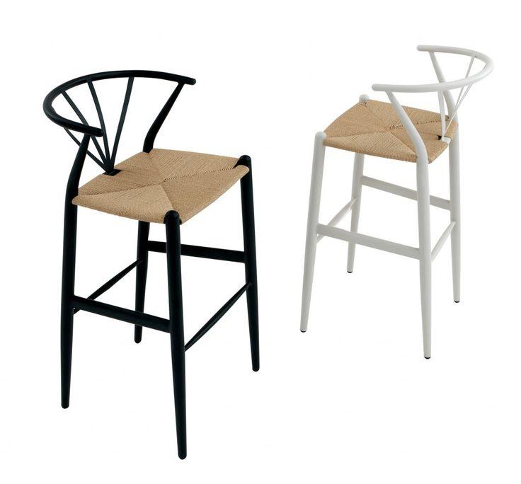 Bekväm barstol i spännande dansk design. Finns i flera olika klädslar med olika färger på stommen. Mått:Bredd: 47 cmDjup: 43 cmHöjd: 103 cmSitthöjd: 76 cm