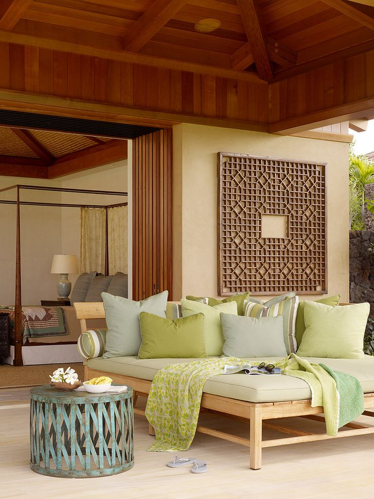 cozy Hawaiian patio......i wish....my outdoor space will be ridden with kiddies toys!  :)