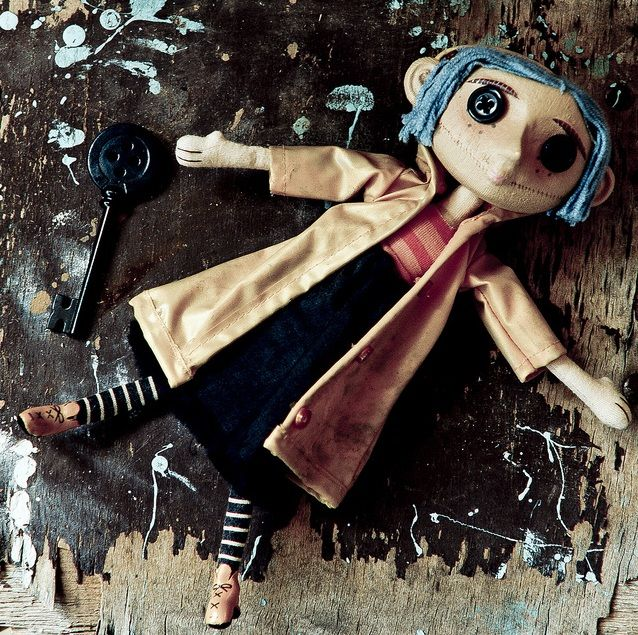 """Other Coraline"" I really want a coraline doll, and a button key to hang in the…"