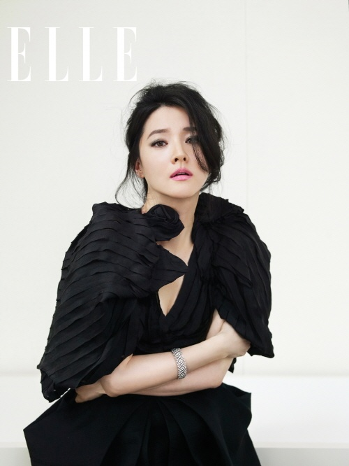 Lee Young Ae in Elle. LOVE this.