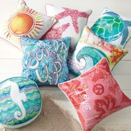 I like these pillows and want some on my bed for my remodel for an ocean themed bedroom! <3