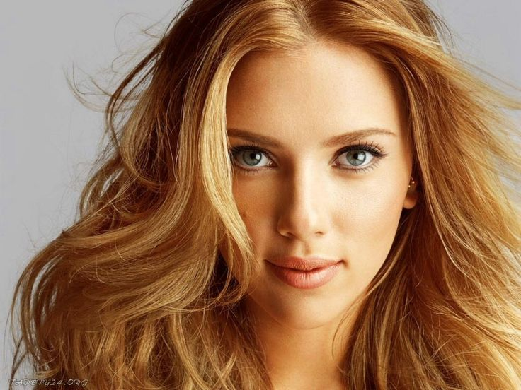 Scarlett Johansson | Hometown: New York, NY.  Occupation: Actress.  Background: Her mother is from an Ashkenazi Jewish family and she has identified herself as Jewish, but says she celebrates both Christmas and Hanukkah.  Accomplishments: It's Scarlett Freakin' Johansson. You're familiar with her work.