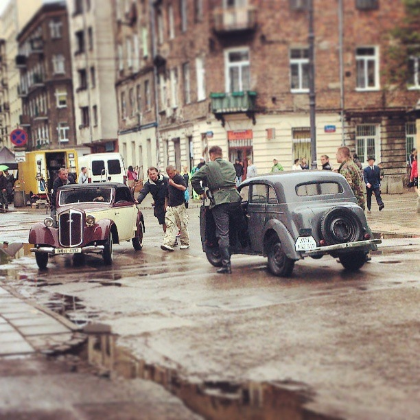 Found on Starpin. #Warszawa #Praga #movie #vintage #cars