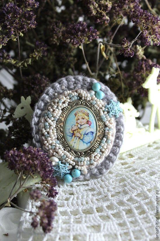 Купить Брошь Снегурочка 3 - голубой, вязаная брошь, вязаные украшения, авторское украшение