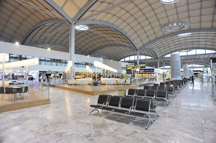 Wanneer u met Van Ham Reizen vliegt, vliegt u op Alicante. Het is mogelijk om bij Van Ham een transfer bij te boeken naar Benidorm.