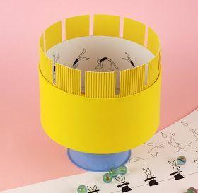 Hoy vamos a construir un zootropo, unaparatoque, al girar, produce la ilusión de que se mueven las figuras dibujadas en él.    Este ju...