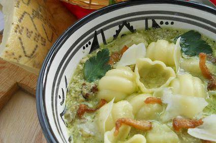 Supa crema cu sos pesto de patrunjel