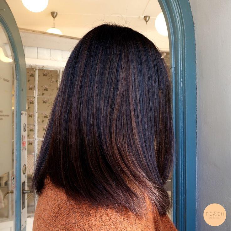 Ljusa slingor på mörkt asiatiskt hår