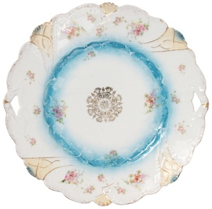 Vintage floral cake plate. Gorgeous (the price kind of kills it though)!: Home, Cakes, Vintage Floral, Floral Cake, Porcelain Plates, Cake Plates