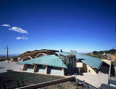 Renzo Piano. Chiesa San Pio da Pietrelcina (1991-2004). San Giovanni Rotondo, Italia - more on http://www.perligarden.com/it/referenze/giardini-pensili/giardino-intensivo-san-giovanni-rotondo