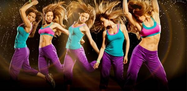 Sunteti in cautare de mod distractiv de a obtine un corp tonifiat? Incercati Zumba, aerobic in pasi de dans latino. Cititi articolul pentru detalii.