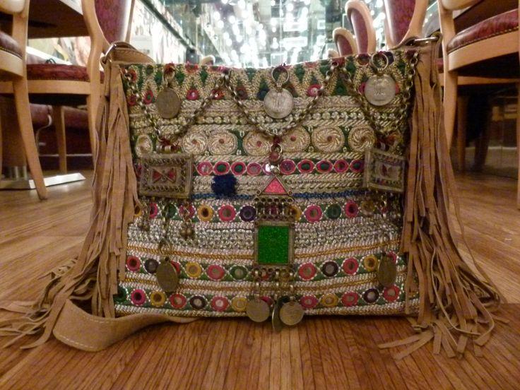 Tracolla misura media , decorazioni e tessuti antichi indiani