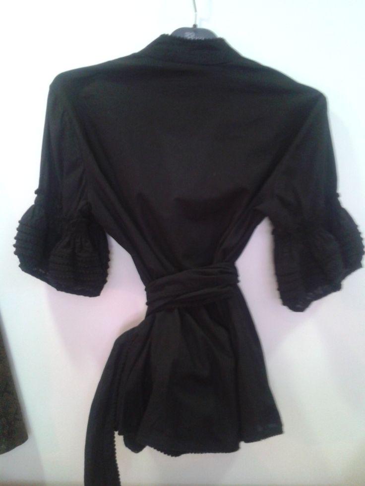 ALMATRICHI Camisa negra 100% algodón Talla 36 Abrochada con lazo alrededor de la cintura Mangas de farol