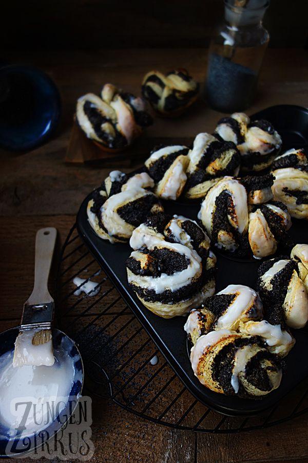 Mohnplunder einfach gemacht im Muffinblech! Saftig und luftig, absolut köstlich!