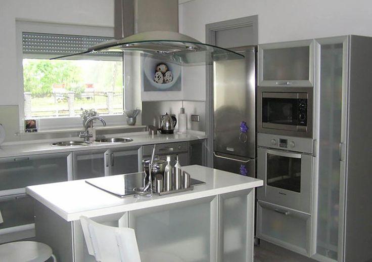 Studio Mestol KUCHNIA INOX  Kuchnia w kolorze stali, nowoczesny wygląd i niebanalne rozwiązanie.