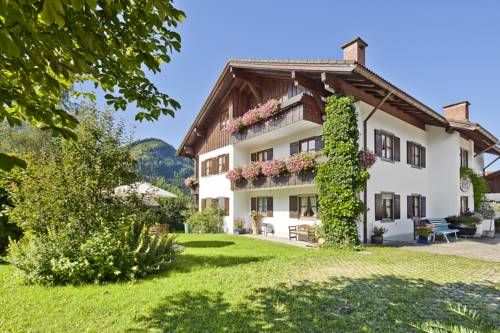 Landhaus Via Decia Bad Hindelang Landhaus Via Decia offers fully equipped apartments on the outskirts of Bad Hindelang, 1 km from the Hornbahn Cable Car. Guests enjoy free private parking and a terrace with stunning views of the Hindelang Mountains.