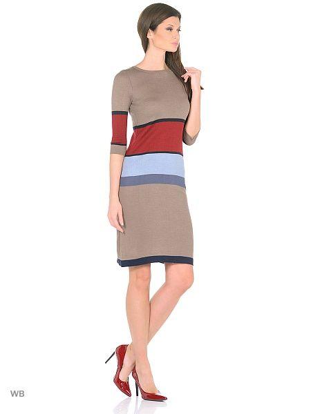 Платье прилегающего силуэта с контрастными нерегулярными полосами, с рукавом до локтя.