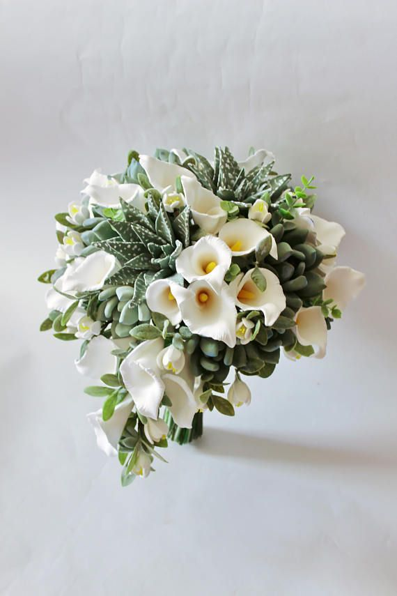 White calla lily wedding bouquet Keepsake succulent bouquet Cascading bridal bouquet Teardrop bouquet White calla lily bridal bouquet This piece can be made in any of the sizes I offer: ( full price) 18 cm (7 inches) - 200$ 21 cm (8 inches) - 260$ 23 cm (9 inches) - 320$ 25 cm (10