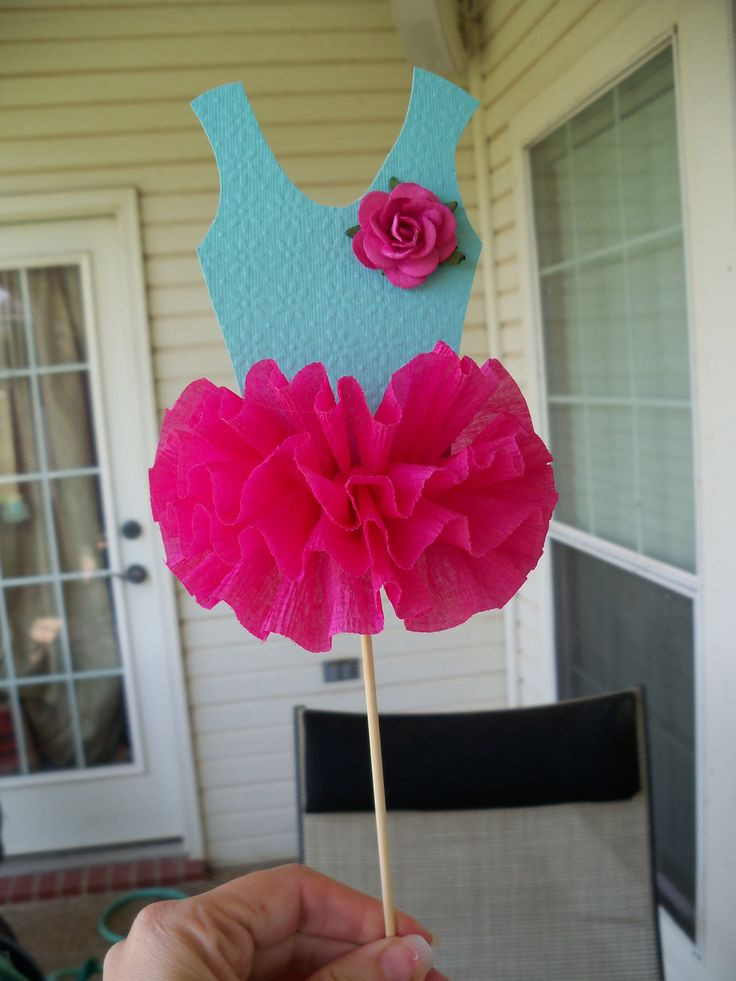 Yep, my obsession with the tutu continues. Here are some new additions to my ballet party pack