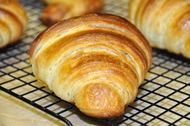 La Ricetta dei Croissant Sfogliati Fatti in Casa - VivaLaFocaccia - Le Ricette Semplici per il Pane in Casa