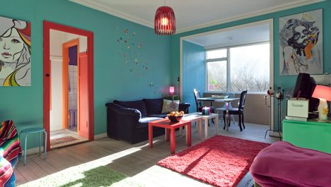 Pleasant flat in a good location. Not far from center as well and couple of meters from a nice canal where it is charming to make a walk or take a drink.