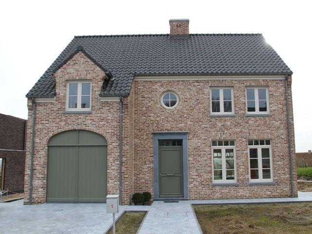 Nieuwbouw • landelijk • houten poort • oprit • Foto: www.huyzentruyt.be