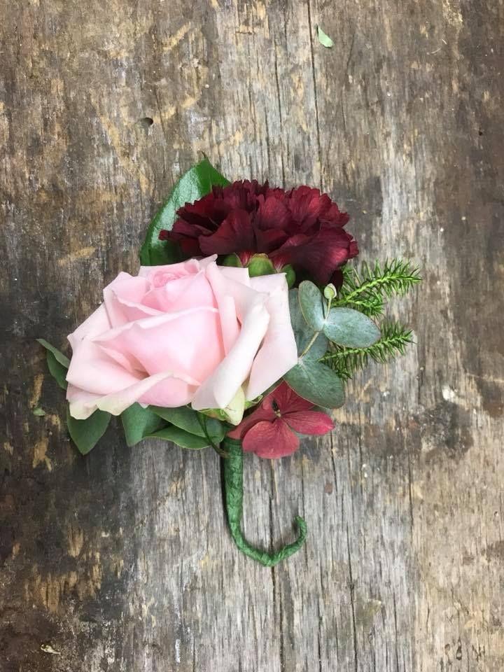 Syksyinen viehe ruususta ja neilikasta