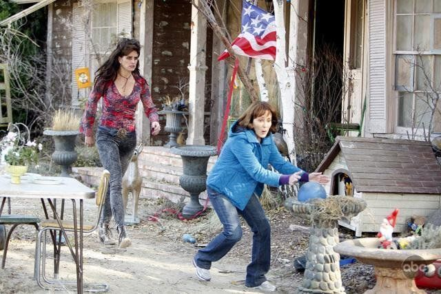 """Still of Brooke Shields and Patricia Heaton in the TV series """"The Middle"""" (2009)"""