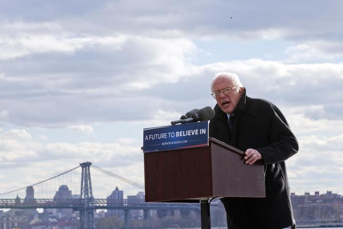 """Nel suo discorso in Vaticano il prossimo 15 aprile il candidato presidenziale democratico Bernie Sanders """"predicherà"""" contro """"l'idolatria del denaro e il pericolo della seduzione dei soldi per la nostra cultura"""", richiamandosi agli insegnamenti di Papa Fra... (ANSA)"""