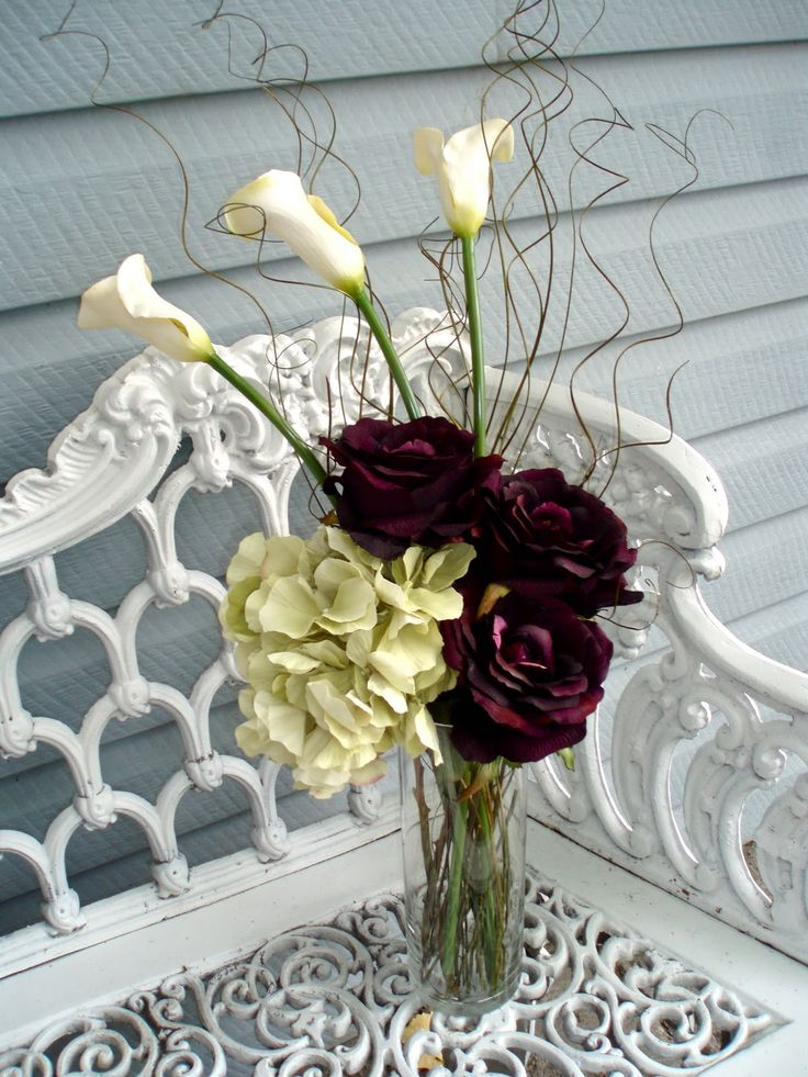 a #hydrangea, #rose, and #calla lily #centerpiece for a #fall #wedding