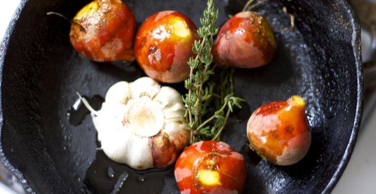 roasting golden beets and garlic