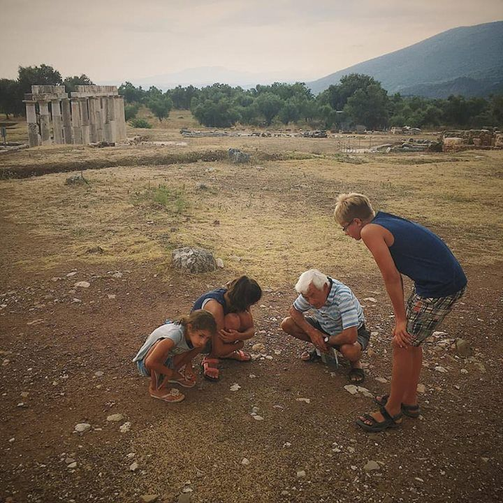 Even with all the stunning ancient structures to look at the kids and Papou are fixated on a busy colony of ants in Ancient Messene.  #messene #ithomi #messinia #travelwithkids #curiouskids #familytravel #papou #antwatching #ancientsites #ancientgreece #instagreece #instatravel #vsco #iphone #handofgreece