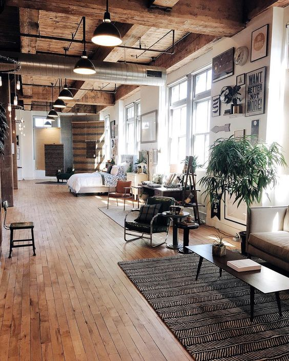 rustikaler stil raumhohe fenster lassen viel licht in den raum der boden passt gut - Das Zeitlose Charisma Vom Modernen Apartment Design