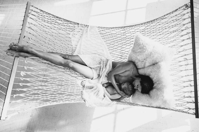 Счастливое материнство: 21 фото самого трогательного момента единения матери и ребенка