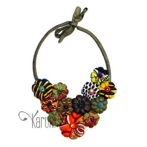 TOUBAB PARIS Bijoux Ethniques Créateurs Africains Collier Fleur en Tissu Africain Madada 02 Orange/Vert Kaki