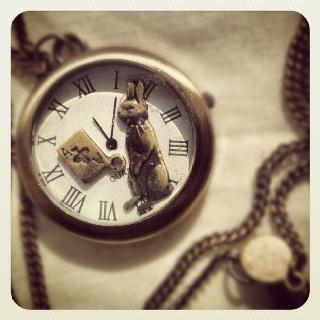 El reloj del conejo de Alicia en el país de las maravillas