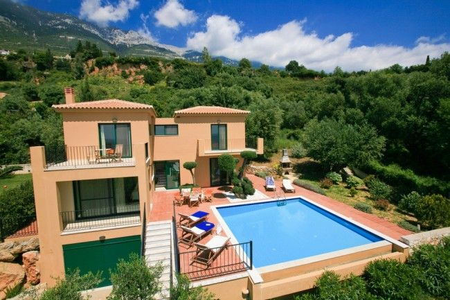 For those who really want to spend their holiday close to the beach and still enjoy the privacy of their own pool, with all facilities within walking distance, villa Olivia is a great choice !