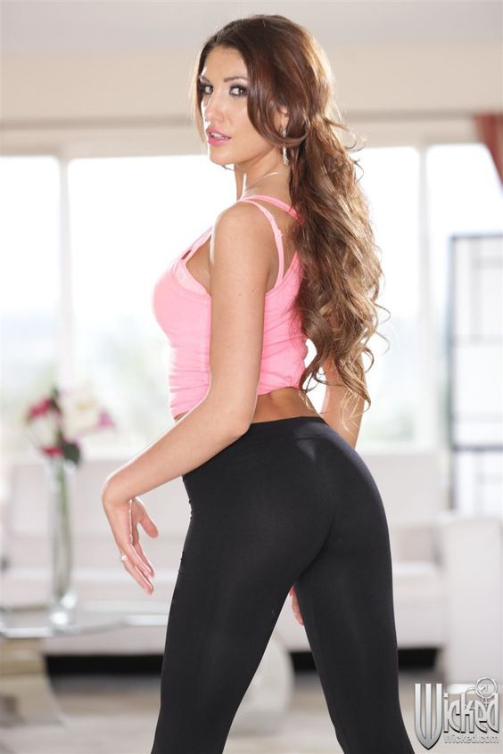 August Ames wearing a yoga pant #Legging #Body #FitnessClothes #Ass