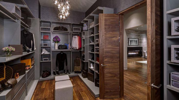 Bien plus qu'une chambre, la suite possède son propre salon, sa salle de bains et son dressing
