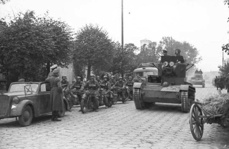 Wehrmacht & Russian soldiers in Poland 1939