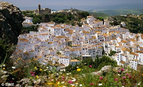 One of the top beach locations in Spain, this gorgeous city of Costa Del Sol in Analucia (in the south of Spain) has much more to offer than just soaking in the sun.