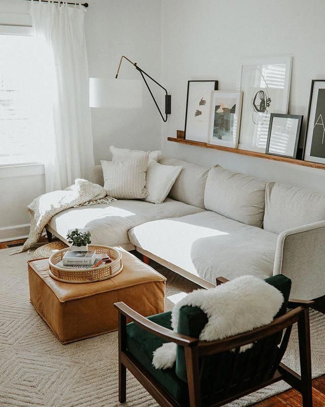 Modern Family Room Decor With Modern White Sofa And Leather Ottoman Coffee Table Ottomans Ideas Of Ottomans Ottomans Mod Elegant Living Room Small Living Rooms Small Apartment Living