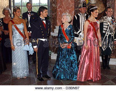 (dpa) - (L-R, foreground) Princess Madeleine, Prince Carl Philip, Princess Lilian and Crown Princess Victoria are pictured at a gala dinner in honour of the German President Johannes Rau at Castle Drottningholm, Sweden, 20 May 2003. President Rau and his wife Christina went on a three-day visit to S - Stock Image