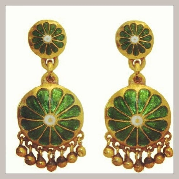 Day Eighteen: Wearing #antique green zinnia earrings by @Sanna Tamski #jewelry #fashion #30daysofsparkles #saturdaynightlive #ootd