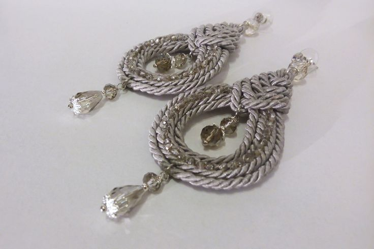 Silver Celtic knot earrings/Twisted silver cord knot/Knotted earrings ethnic style/Celtic earrings/Orecchini nodi celtici/Nodi con cristalli di Athiss su Etsy