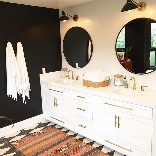 Loving this dark wall trend happening right now!  What do you prefer light or dark walls??? Amazing design by @prairie_home_styling.  Also today on the blog we are sharing one of our favorite summer vacation spots.