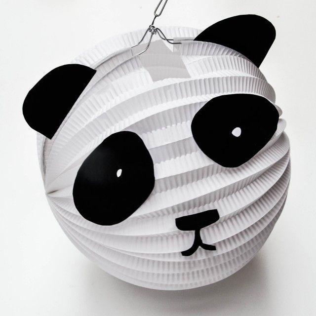 Eine Laterne, die schneller fertig ist, als ihr Laternenumzug sagen könnt: Die Panda-Laterne. Inklusive Printable. www.wasfuermich.de www.wasfuermich.de