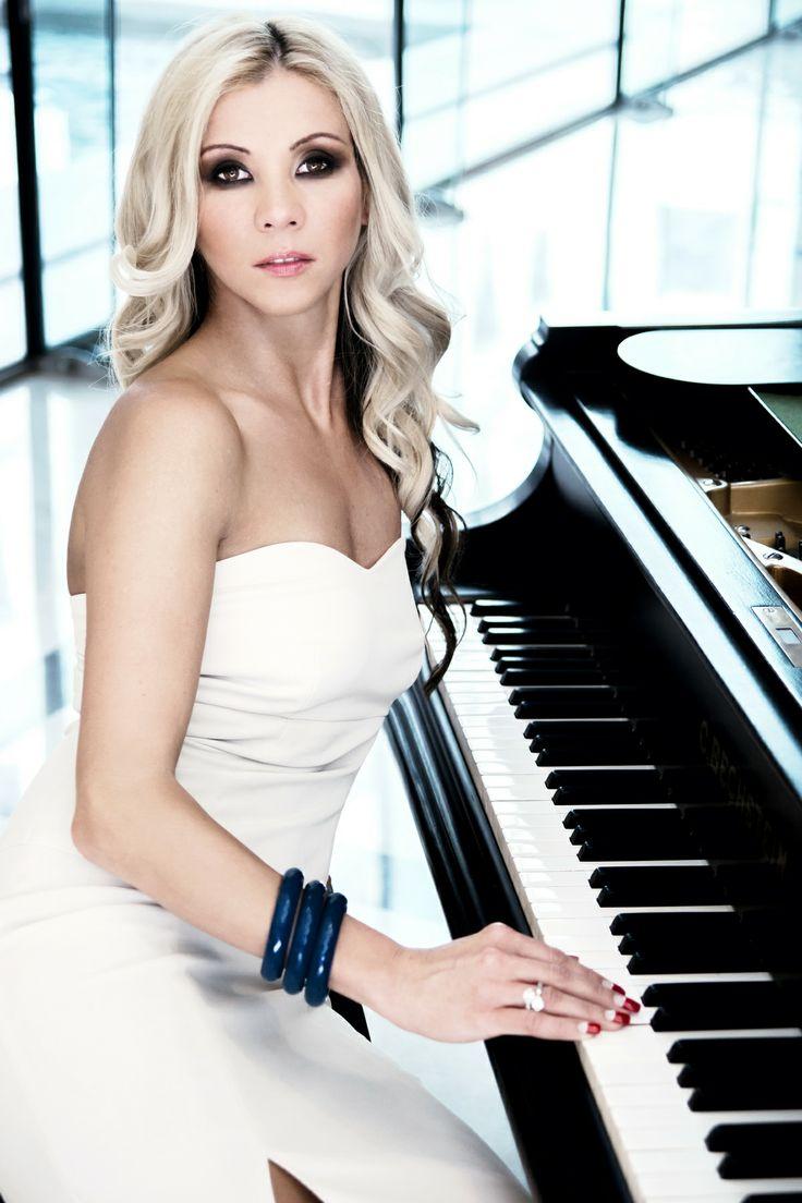 Photo: Edina Csoboth | Hair: Zsolt Szabo | Makeup: Dora Graff | © Teamreborn.com