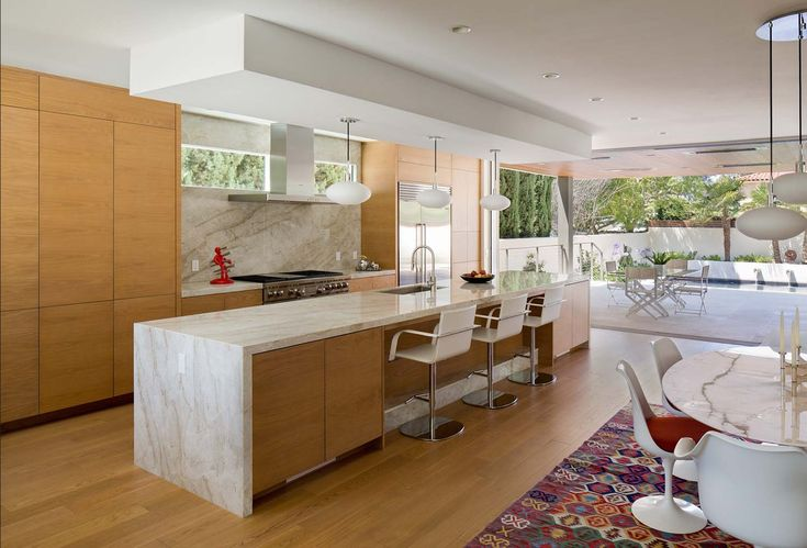Southern California home features an elegant contemporary design