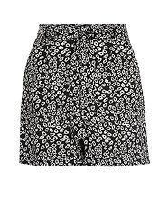 Black Pattern (Black) Black Daisy Print Tie Front Shorts | 298923109 | New Look | £14.99
